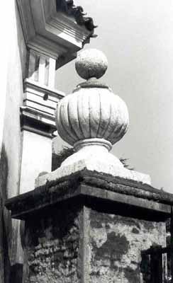 Pilastro del cancello di ingresso a Villa Simion