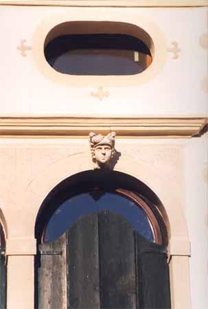 Villa Simion: facciata sud, gli oculi del sottotetto