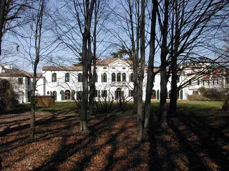 Villa Simion: veduta dal parco