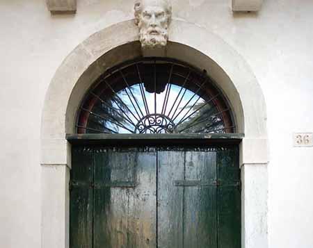 Villa Simion: lato nord, particolare del portone di ingresso