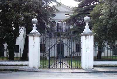 Villa Simion: lato nord, cancello d'ingresso