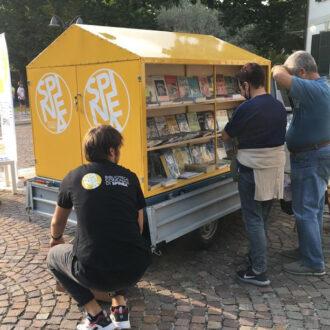 Apecar adibita a biblioteca mobile